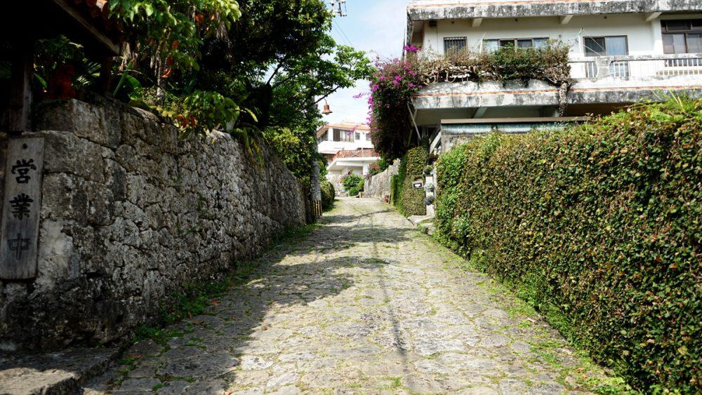 首里殿内入り口前の石畳道