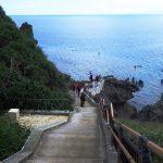 青の洞窟(あおのどうくつ)の階段真栄田岬