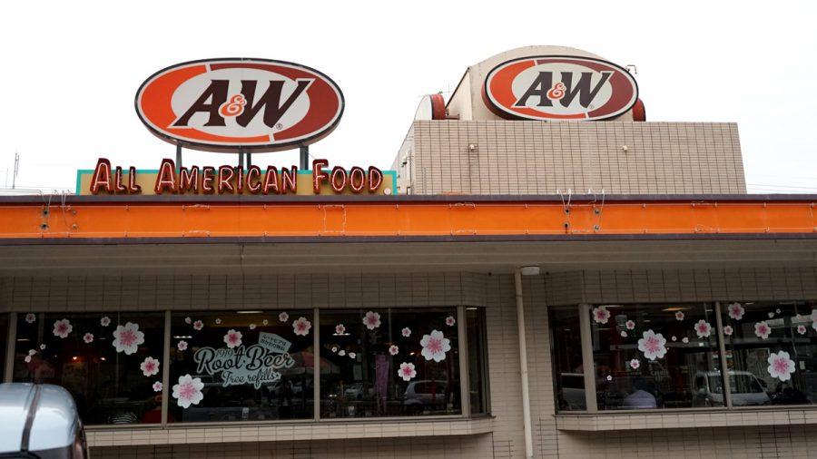 沖縄A&Wの外の看板