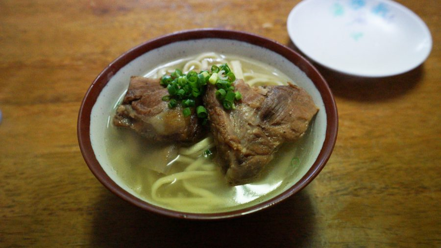 前田食堂(まえだしょくどう)のそーきそば(小)