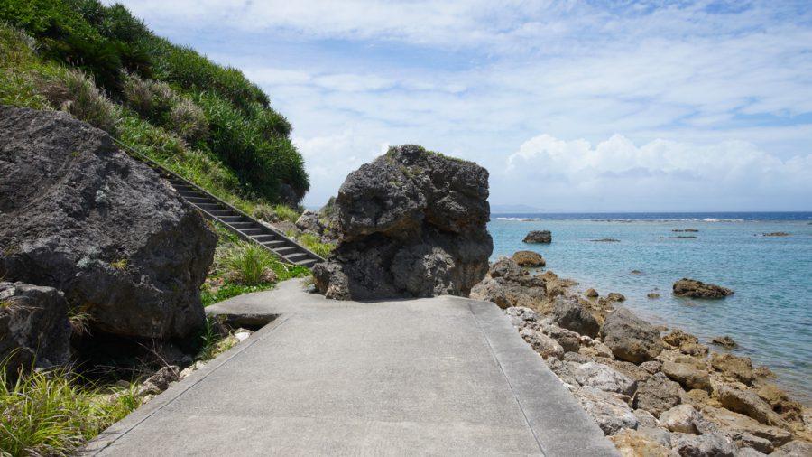 テダ御川(てだうっかー)の大岩