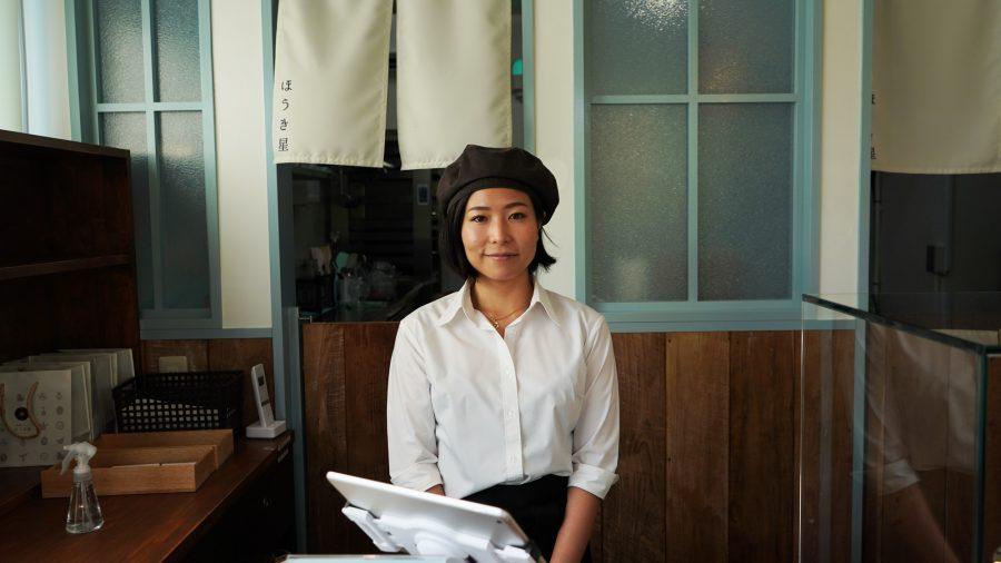 黒糖カヌレ ほうき星(くろざとうかぬれ ほうきせい)の店員さん