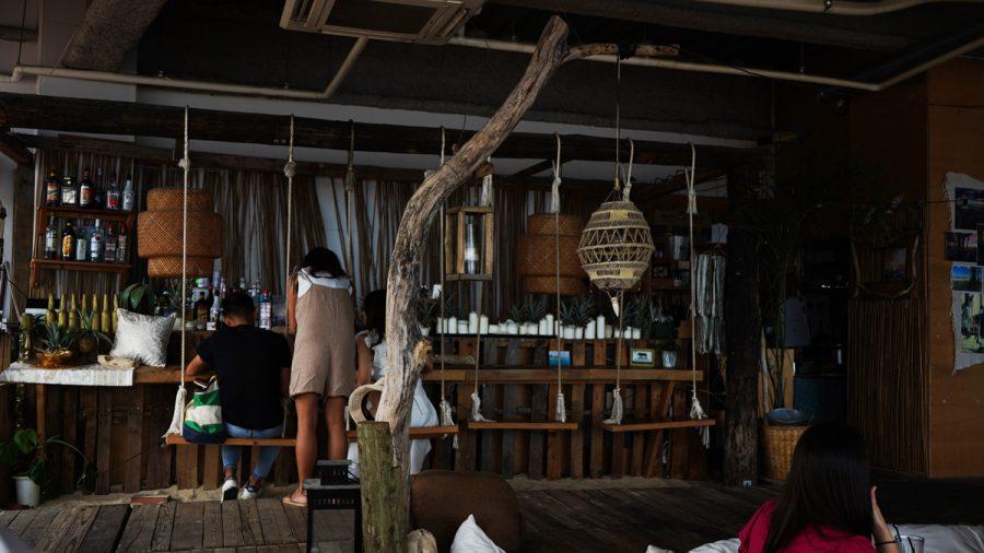 ザジャングリラカフェアンドレストラン(The JunglilaCafeandRestaurant)店内のブーランコ
