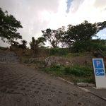 富盛の石彫大獅子(ともりのいしぼりうふじし)駐車場と階段