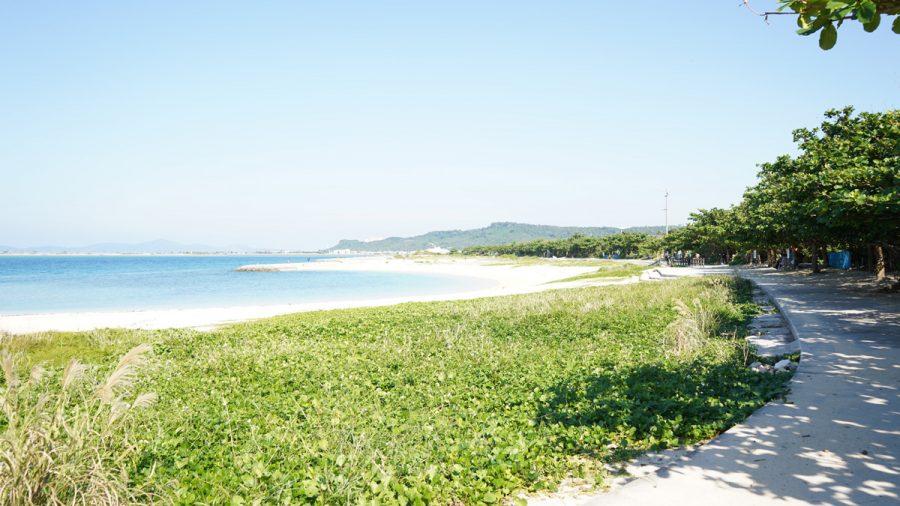 浜比嘉ビーチ(はまひがびーち)の白いサラサラの砂浜