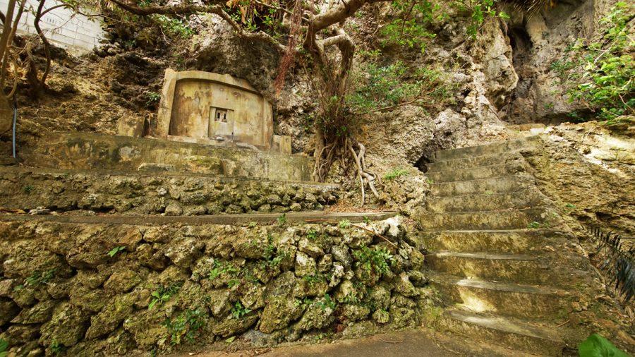 浜比嘉島(はまひがじま)のノロ墓