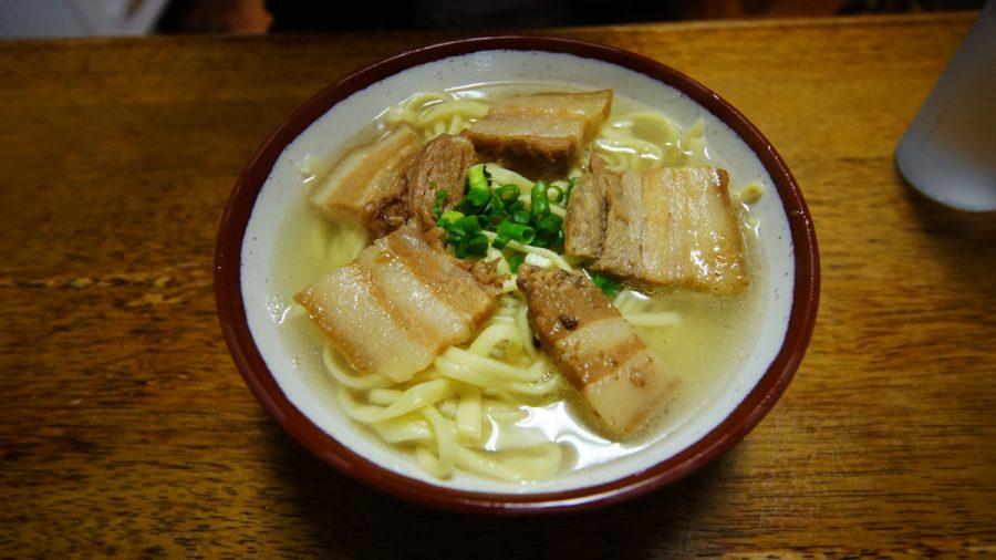 前田食堂(まえだしょくどう)三枚肉そば