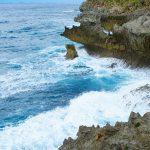 古宇利島のスルル洞の荒波