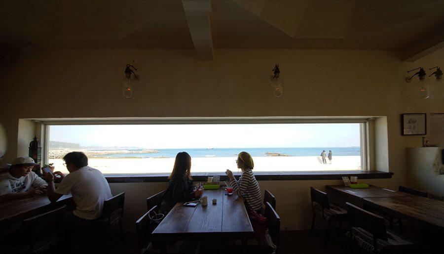 食堂APOLLO(しょくどうあぽろ)店内の窓