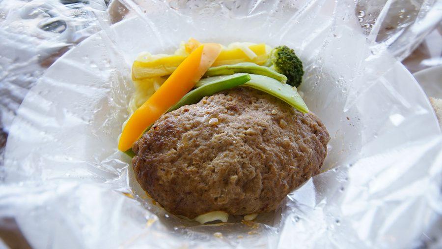 On the Beach CAFE(オン ザ ビーチ カフェ)野菜とハンバーグ