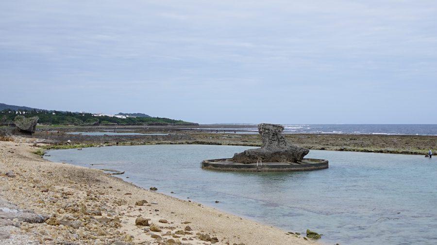 玻名城ビーチ(はなしろびーち) オブジェ(ハシゴ付き)