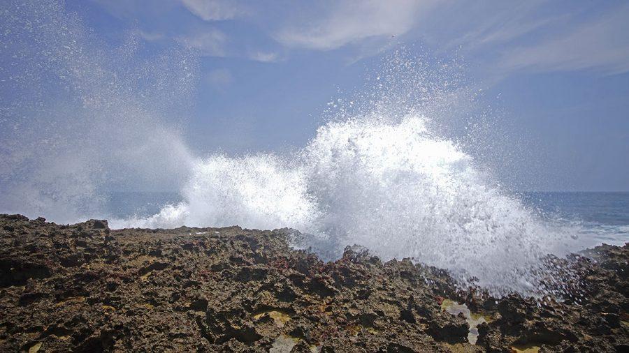 Cape Arasaki(けーぷ あらさき)迫力ある波